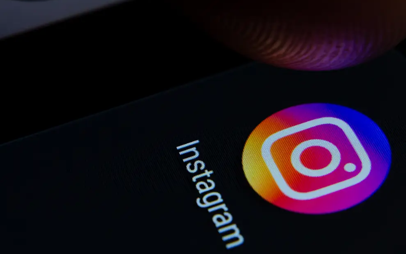 How to enable dark mode for Instagram on Android 10